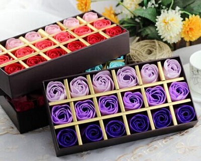 65% OFF Christmas Gift Box Roses Soap with Chocolate + Christmas Bear....